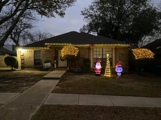 We love to decorate for Christmas inside and out!